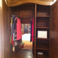 Un dormitorio con acceso a Narnia [Frikada de la Semana]