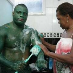 Se disfraza de Hulk y se queda verde [Frikada de la Semana]