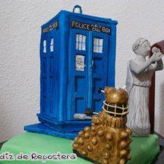 Una tarta TARDIS, paso a paso [Frikada de la Semana]